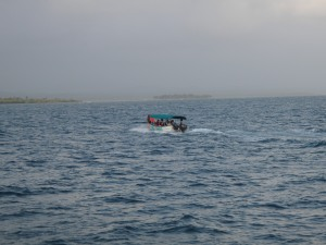 The volunteer crew departing Kuna Yala via panga.
