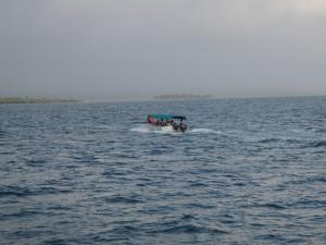 The volunteer crew departing Kuna Yala via panga.